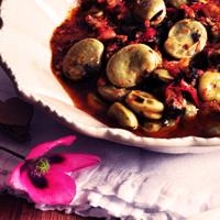 Fèves à la coriandre et à la tomate