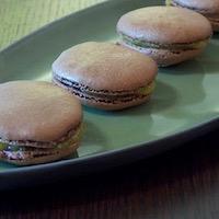Macarons chocolat à la crème de mirabelle sans gluten